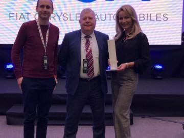 Andrew Higgins generálny riaditeľ FCA CEE s Borisom Sztruhárom a Erikou Tanečkovou